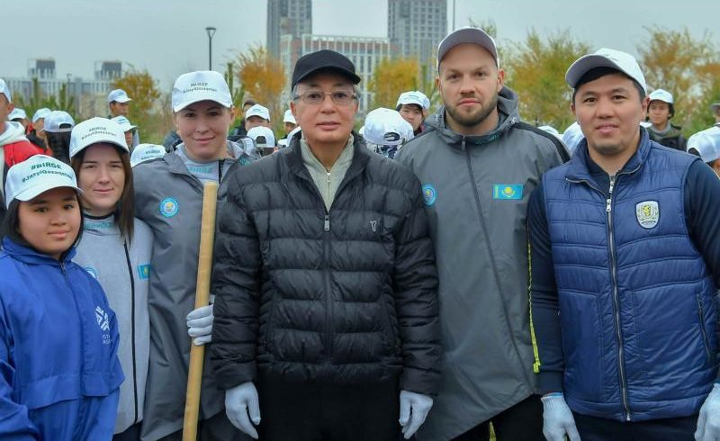 Как Президент Казахстана принимал участие в субботнике